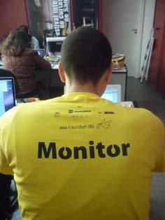 Yvens testa a camiseta amarela dos monitores